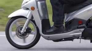 Подросток на скутере сбил сотрудника ДПС