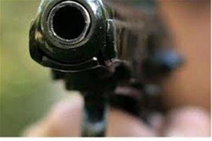 """Разгневанный таксист пытался прорваться в """"Пулково"""", угрожая пистолетом"""