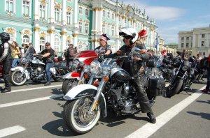 В центре Петербурга ограничат движение транспорта