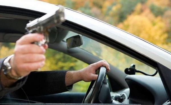 Агрессивный водитель «Яндекс Такси» стрелял в прохожего
